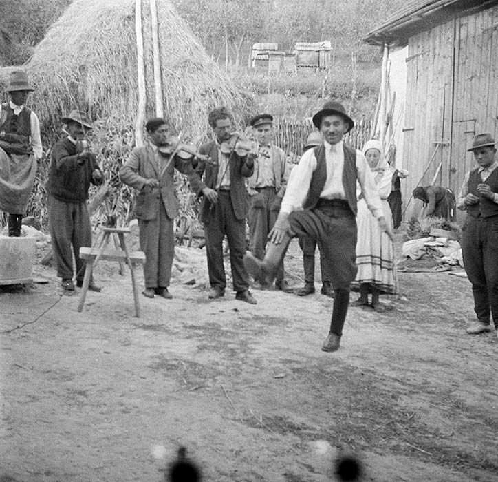 Article about the Táncház movement
