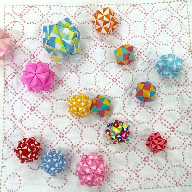 バラ 折り紙:折り紙くす玉の作り方 花-jp.pinterest.com