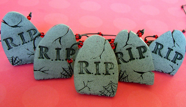 Would absolutely love to make these little tombstones out of clay, and place them in a creepy painted pot with some little white ghosts and orange pumpkins also made from clay!
