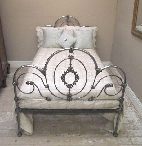 ermahgerd  IBJC132 Antique Polished Iron 4FT Bed