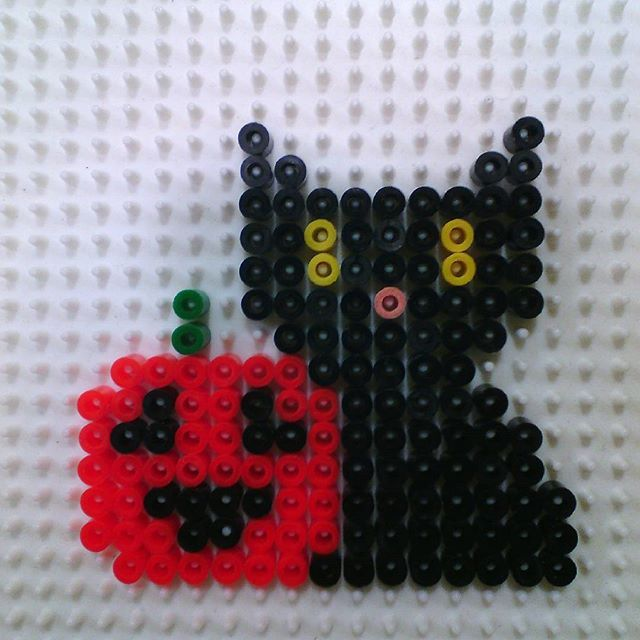 Black Cat Halloween perler beads by hadavedre