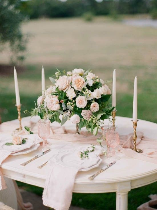 Pink and gold rose tablescape | Qlix Photography on @polkadotbride