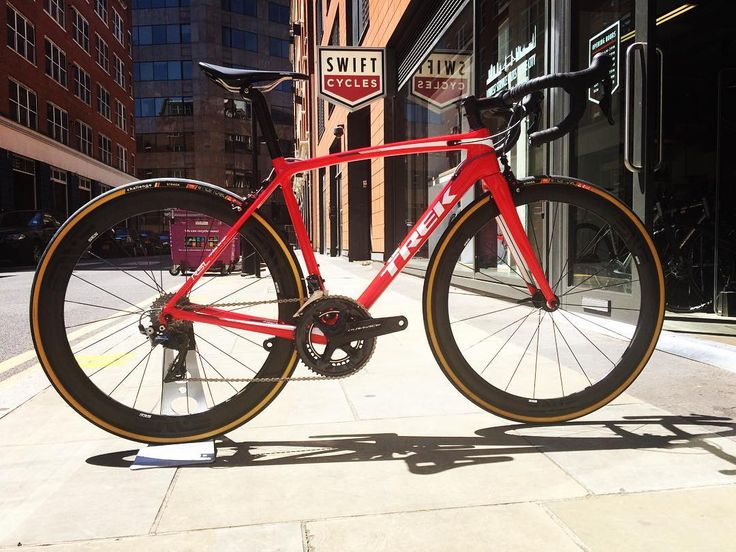 @trekbikes Emonda SLR RSL looking SHARP in the city sunshine  We've decked this out with @envecomposites 4.5 wheels @rideshimano Dura-Ace R9100 and @challengetires Strada 25mm tyres  #trek #trekbikes #emondarsl #raceshoplimited #shimano #duraace #r9100 #enve #envecomposites #bike #bikeporn #cycling #cyclist #bicicleta #velo #london #bikeshop #londoncycling #spitalfields #city #sunshine