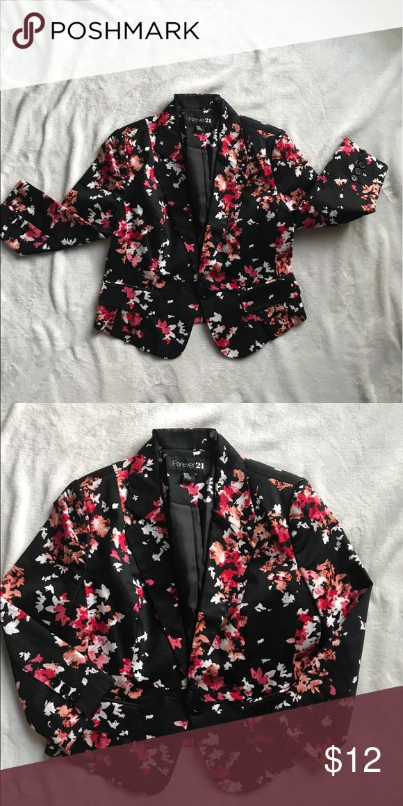 FLORAL PRINT CROPPED BLAZER 🌺 Floral print cropped quarter sleeve blazer. Perfect for Spring!! Forever 21 Jackets & Coats Blazers