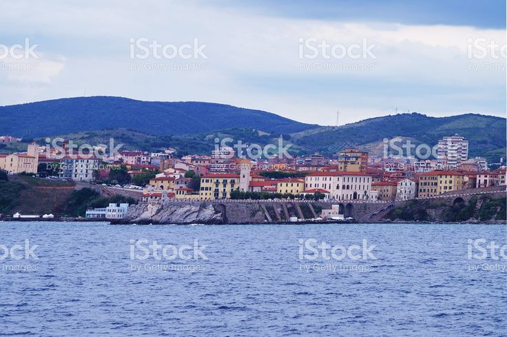 https://secure.istockphoto.com/photo/view-of-piombino-from-the-sea-gm522478188-91655351