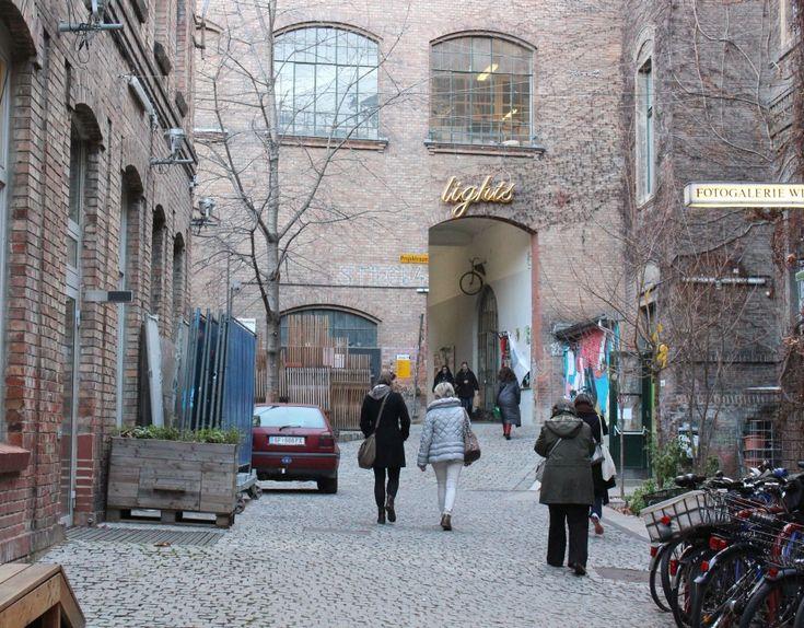 Advent+idején+mindig+is+Bécs+volt+a+karácsonyi+vásárok+egyik+fővárosa,+és+ez+idén+mit+sem+változott.+A+hagyományos,+díszes-cukros+faházikók+mellett+azonban+már+régóta+jelen+vannak+alternatív+megoldások+is:+puncs+és+kézművesség+frissebb+fazonban,+ünnepi+készülődés+egy…