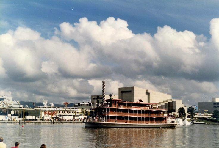 Kookaburra River Queen II cruising by Southbank.   #brisbane