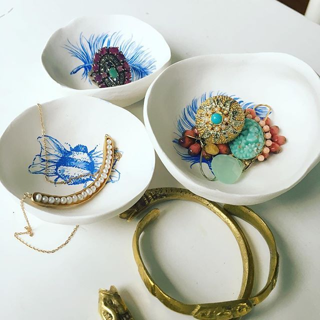 Nellieryan.com - Bowls for bling ! #handpainted #vintagejewels #louisedouglasjewellery #thesundaysetnz #magpiecollector #nellieryandesign