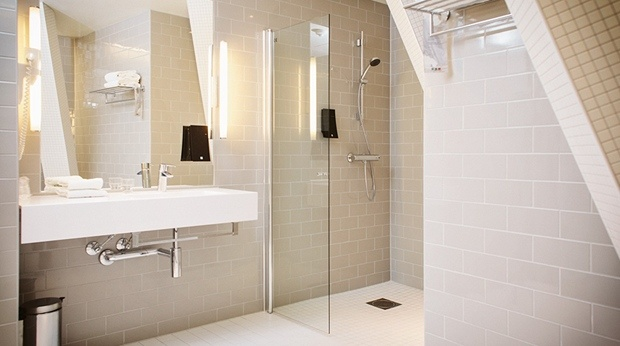 All our rooms include a spacious bathroom, some even have their own bathtub - Grand Indeed!