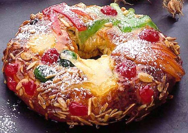 O Natal está ai a porta, aprenda a fazer o tradicional bolo rei e surpreenda a sua família com um delicioso bolo. Experimente fazer você este ano o bolo rei invés de o comprar, vai ver que é muito fácil de fazer com esta receita.