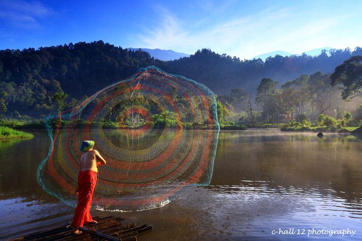 '<3'    Fishermen  at Situ Gunung, Sukabumi, Indonesia by Hasiholan  Pank on 500px