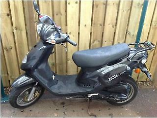 Rarely used Scooter for sale! - http://motorcyclesforsalex.com/rarely-used-scooter-for-sale/