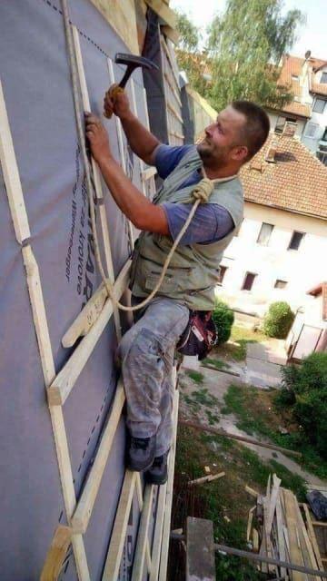 31 Bauarbeiter, die in der Notaufnahme nur ein einziges Foto vorzeigen müssen