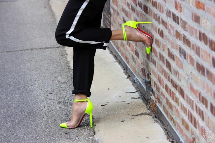 Kdia Hm Louboutin, Fashion Styl Inspo, Louboutin Neon, Neon Louboutin, Fashion Sh T, Neon Crushes, Heart Shoes, Christian Louboutin, Fashion Sht