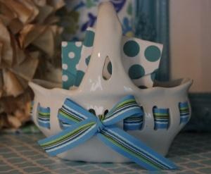 7x7 Ceramic Bow Basket  www.hungouttobuy.com