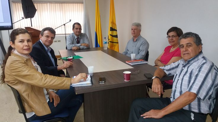 #momentosescolme Nuestro Vicerrector Luis Fernando Vargas Cano en Reunión con FUNDASIDUA Asociación de Ingenieros Industriales de la Universidad de Antioquia para establecer convenios con ESCOLME.