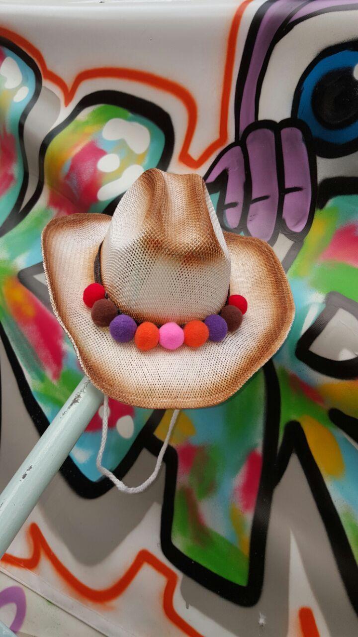 Ponponlu hasır şapka Deniz sezonu yaklaştığına göre gelsinnn hasır şapkalar.Hasır şapka üzerine, ponponlarla.... 322297