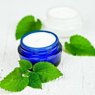 DIY-Creme gegen fettige Haut, hilft die Talgproduktion sanft zu regulieren. www.ihr-wellness-magazin.de