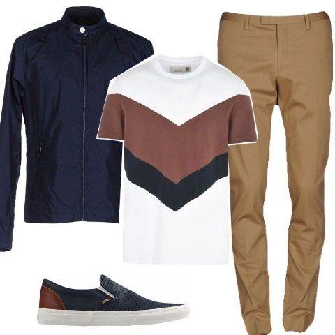 Classico look dalla linea casual per un effetto ricercato ma comodo. Dalle sneakers modello slip on alla t-shirt con stampa geometrica, ai pantaloni e alla giacca in tessuto tecnico modello basico.