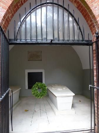 George Washington's Mount Vernon: Washington's  grave, Mount Vernon