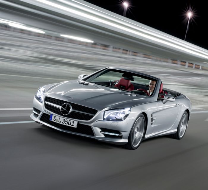 Mercedes-Benz SL-Class. Fuel consumption combined: 11,6-6,8 l/100km, CO2 emissions combined: 270-159 g/km. #MBCars