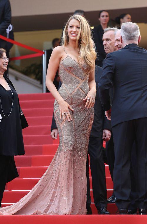 Blake Lively, égérie L'Oréal Paris, en Atelier Versace sur-mesure, bijoux Lorraine Schwartz et escarpins Christian Louboutin