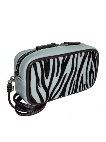Extremely elegant small handbag. Handbag is made of the highest quality italian leather in the color mint. From the inside it is decorated with jacquard, red lining. The whole suspended on a thin strip ended snap hooks, which can be removed. Each original handbag GOSHICO id is in the middle of the tab with our logo.  PRICE: 290 zł http://goshico.com/en/skorzana-torebka-do-reki-i-na-ramie-1028.html