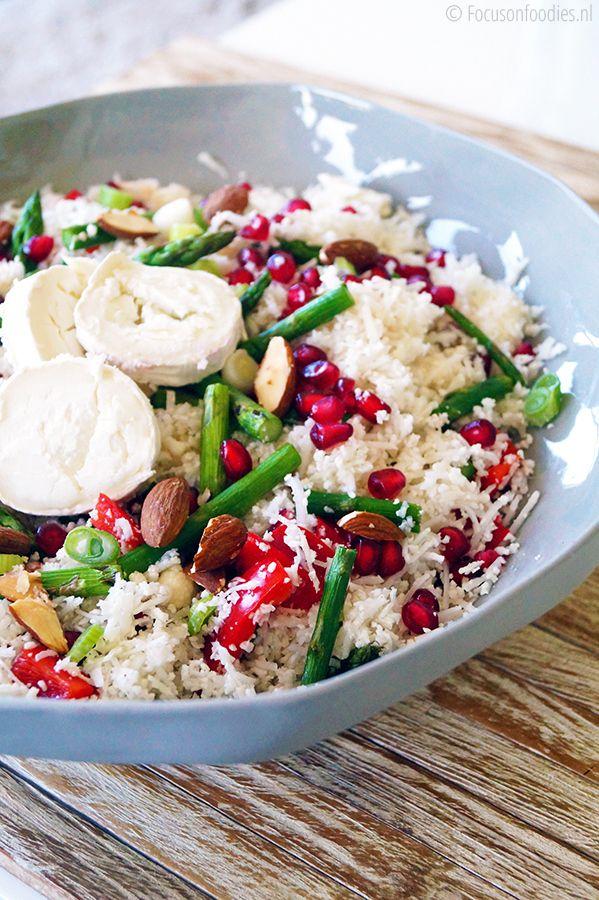Gezonde rauwe bloemkool salade met asperge en granaatappel #glutenvrij