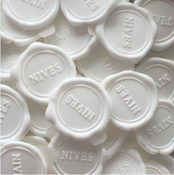 NIVES I packaging logo seal in white