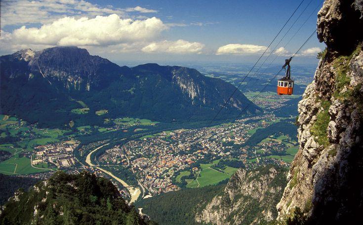 Mit der Predigtstuhlbahn kommt man bequem auf den gleichnamigen Predigtstuhl über Bad Reichenhall. Von hier ist ein herrlicher Ausblick über das Reichenhaller Tal bis nach Salzburg.