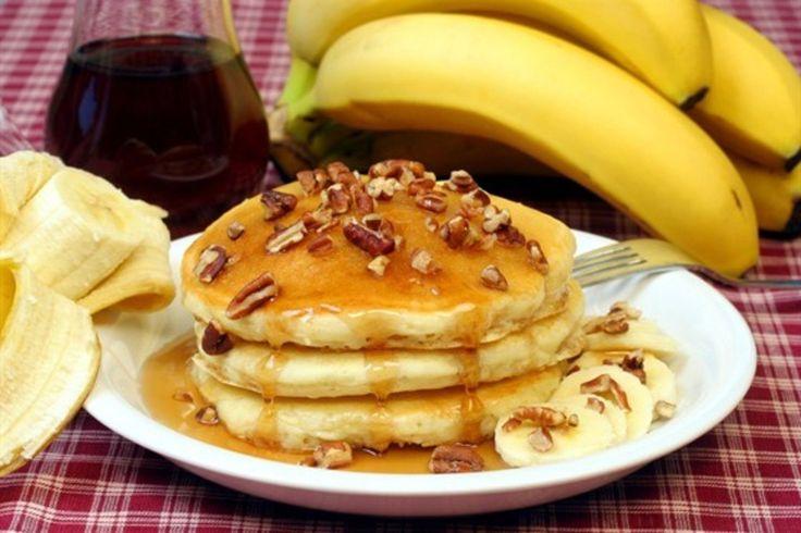 5 правильных завтраков.   Здоровый завтрак - залог хорошего самочувствия, продуктивного дня и идеальной фигуры. Специально для вас мы отобрали правильные рецепты, чтобы каждое утро было бодрым, вкусным и радостным!   1.Полезные банановые оладьи  На 100 гр. - 145 Ккал.   Ингредиенты:   • 3 средних банана 300 г  • овсяные хлопья 100 г  • молоко обезжиренное 50 мл  • яйцо 1 шт.   Приготовление:   1. Измалываем хлопья в муку при помощи блендера или кофемолки.  2. Разминаем бананы вилкой до…
