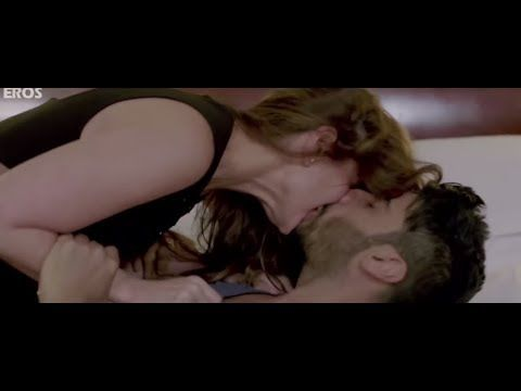 Scene from the movie | Kambakkht Ishq - YouTube