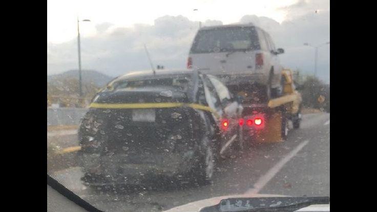 La mañana de este viernes se registró un aparatoso accidente en el distribuidor vial de la Salida a Charo, donde una camioneta impactó por alcance a un auto Jetta que ...