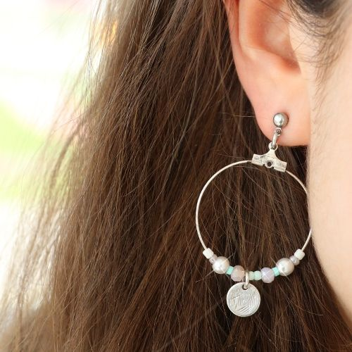 Create your own trendy pair of earrings or just shop in our ready-made collection of trendy earrings!