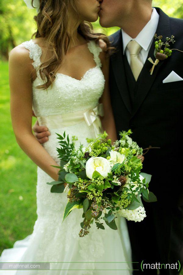 Riverdale Manor, bride & groom, green & white bouquet by Splints & Daisies, lace wedding dress