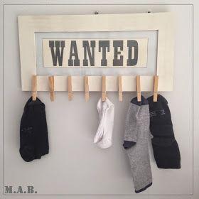 Un ptit tour dans ma buanderie. Voilà mon système D pour régler le problème des chaussettes solitaires... Un cadre+ quelques pinces...