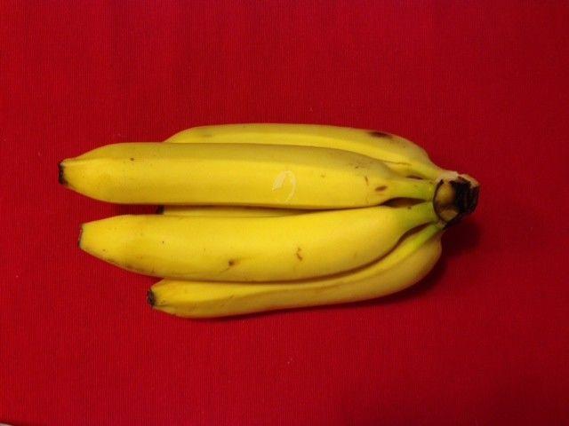 А вот бананы наоборот — самые калорийные из собратьев овощей-фруктов, даже калорийнее винограда. 1000 калорий содержится в 1,1 кг бананов