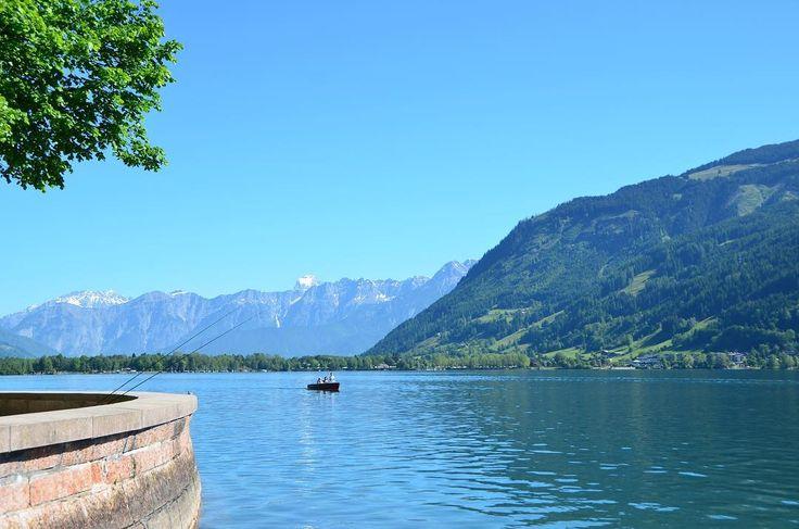 Les villes au bord de lacs sont nombreuses en Autriche. Mais Zell am See fait partie des plus charmantes. Une cité alpine posée au bord de l'eau. Choisissez votre balade à pied au bord de l'eau en barque sur l'eau ou tonique en pédalo! Et relaxez-vous devant cette sublime vue! . #austria #zellamsee #tyrol #igerseurope @visitaustria @igs_europe #visitaustria #travel #trip #traveler #travelblog #blogvoyage #instatravel #travelgram #traveladdict #instagram #instamood #instagood #instadaily…