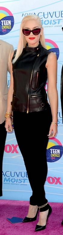 Gwen Stefani - amazing cat's eye sunglasses. Where? Who!? I loooove them. At the Teen Choice Awards, July 22, 2012.