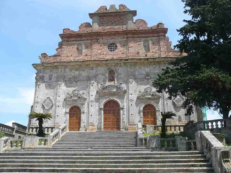 Culture of Calabria. Places to visit - old town, temples, theaters, museums and palaces