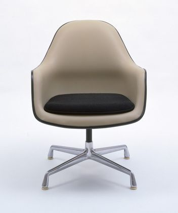 Armchair Charles Eames (American, 1907u20131978) 1971. Molded Polyester,  Aluminum Good Looking