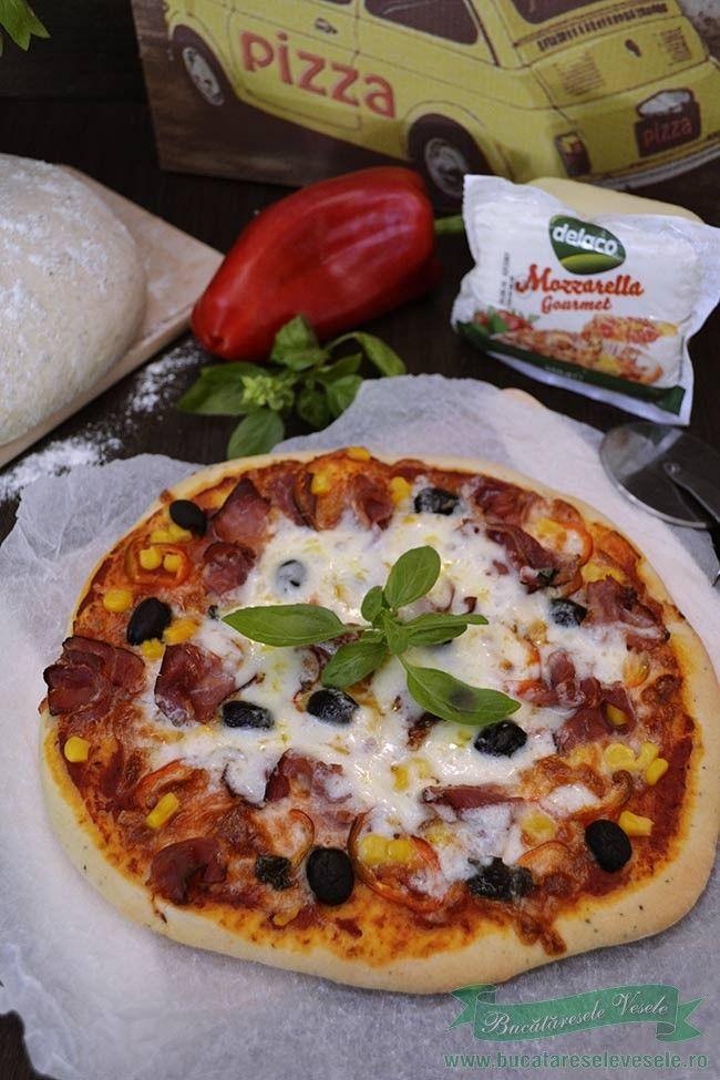 Pizza cu mozzarella si prosciutto.Reteta pizza cu mozzarella si prosciutto.Pizza cu mozzarella gourmet Delaco.Cea mai buna pizza.