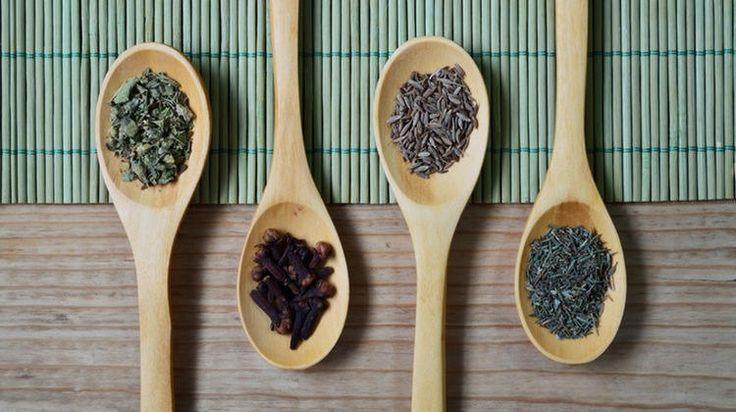 Τα αναλγητικά βότανα μειώνουν τους πόνους και τις φλεγμονές του σώματος. Χρησιμοποιούνται από την αρχαιότητα για την παυσίπονη δράση τους και