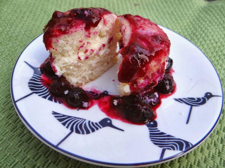 Blueberry Lemon Ricotta Cupcakes! Just 6 #WeightWatchers PointsPlus! Blauwe bessen - citroen ricotta cupcakes