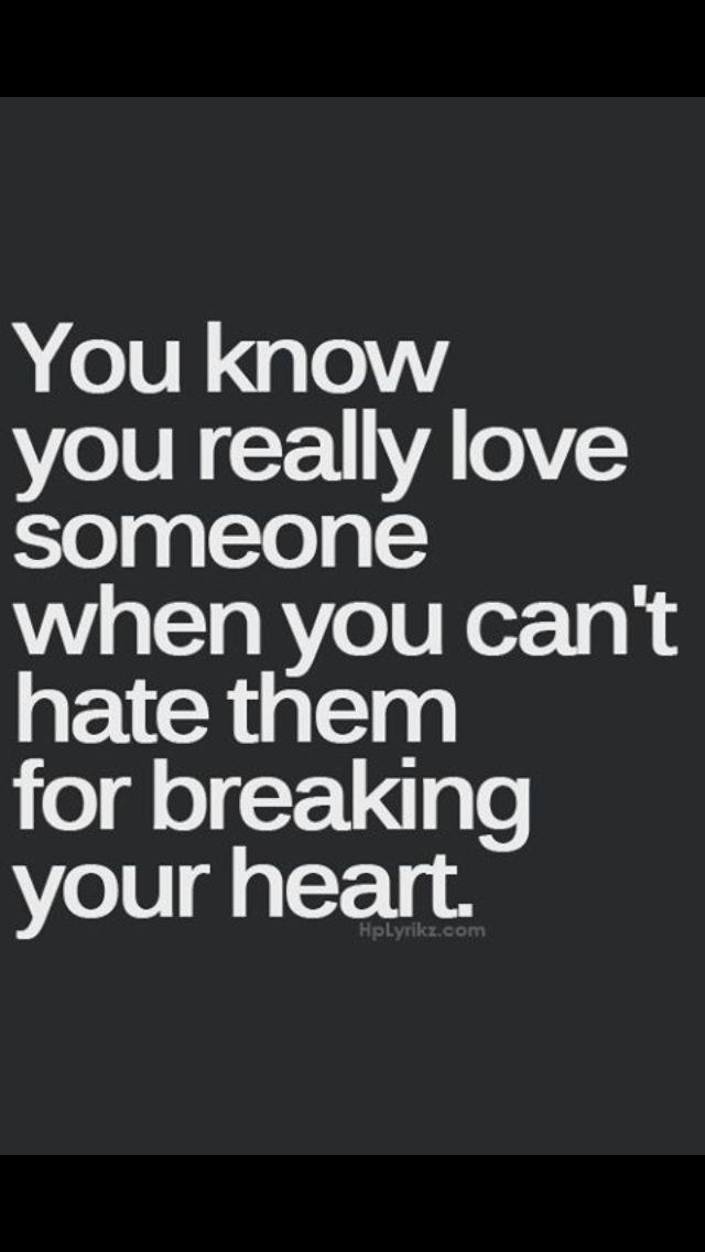 Aai es, no te puedo odiar, es imposible porque cada vez que te veo me estremeses, me derrumbas.