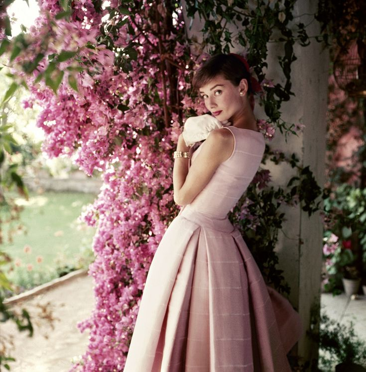 035.-Audrey-Hepburn-©-Norman-Parkinson-Ltd.-Courtesy-Norman-Parkinson-Archive.jpg
