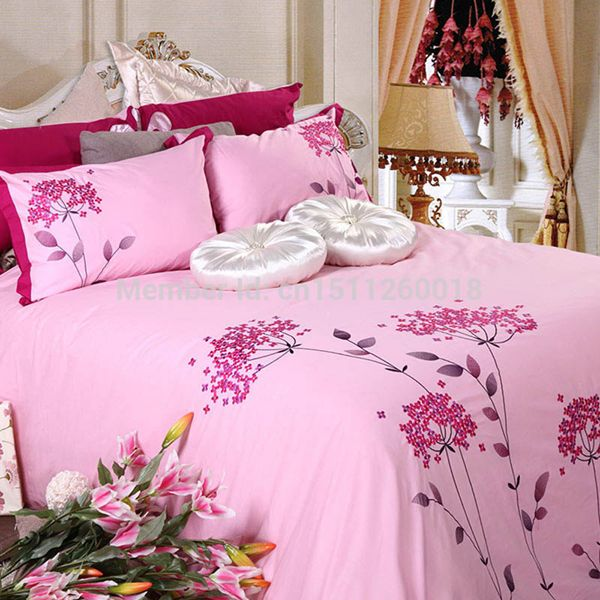 Great collection of Designer Bed Sheets waiting for you at the store of Skipper Home Fashions- http://goo.gl/VLJAzb