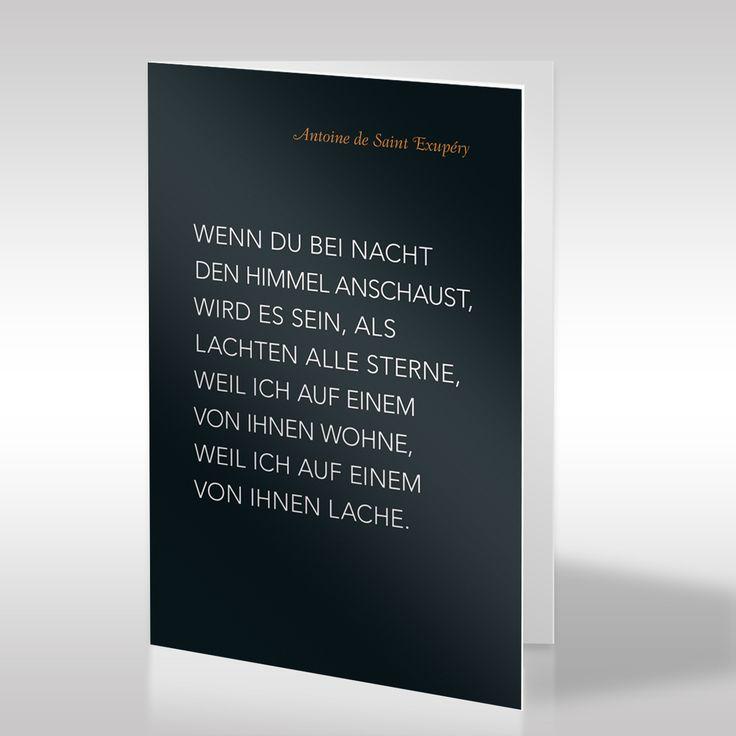 Diese schwarze Trauerkarte präsentiert ein Zitat von Antoine de Saint-Exupéry in klarer weißer Typografie. Der Verfasser des Spruchs ist in leuchtend oranger Schrift über dem eigentlichen Zitat notiert.Durch die starken Kontraste wirken die Schriften besonders strahlend und die Karte hell und freundlich. https://www.design-trauerkarten.de/produkt/literatur-des-abschieds-27/