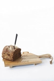 Доска разделочная в форме домика с удобной ручкой для подачи блюда