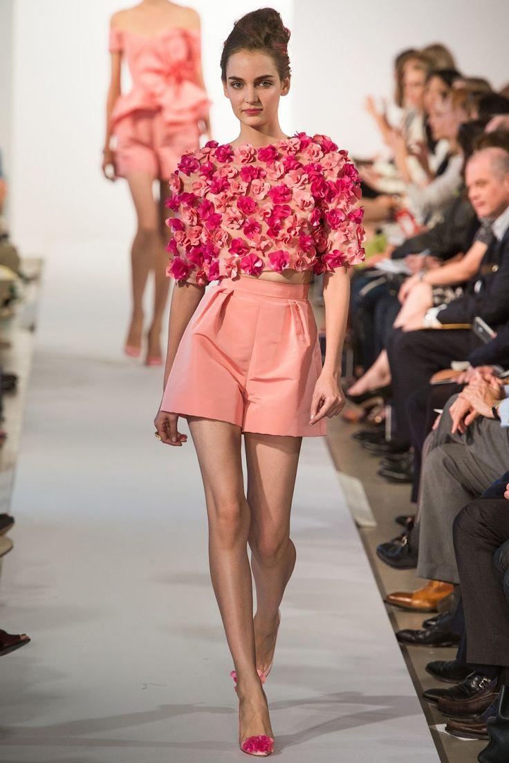 показ моделей в коротких юбках украинского городка бердянск